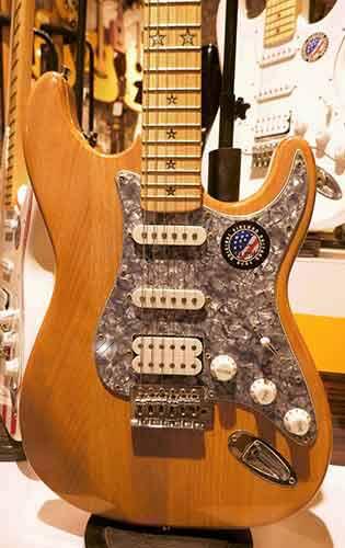 Electric-Guitar-with-Maple-Finish
