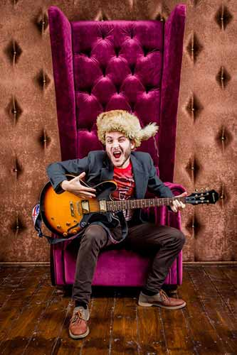 Crazy-Guy-with-Semi-Hollow-in-Velvet-Chair